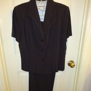 Beautiful Ladies Business suit